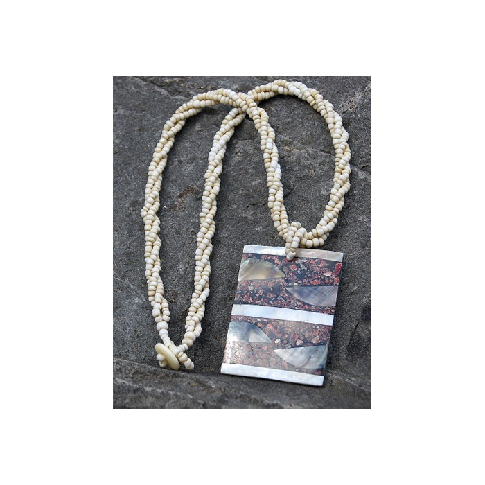 Halskette aus Muschelstücken- Perlmutt